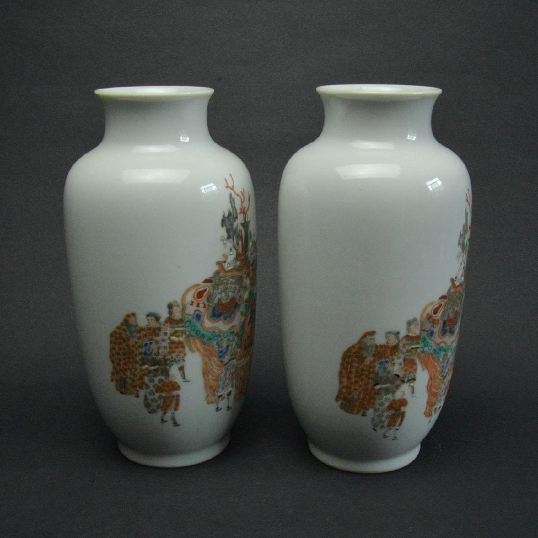 CHINESE FAMILLE ROSE PORCELAIN VASES, PAIR - 3