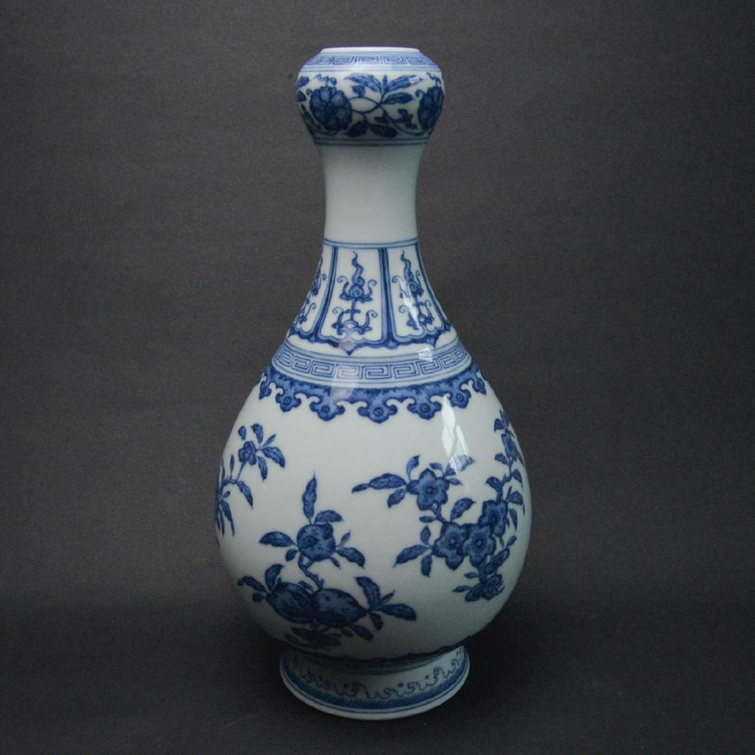 CHINESE BLUE AND WHITE VASE - 3