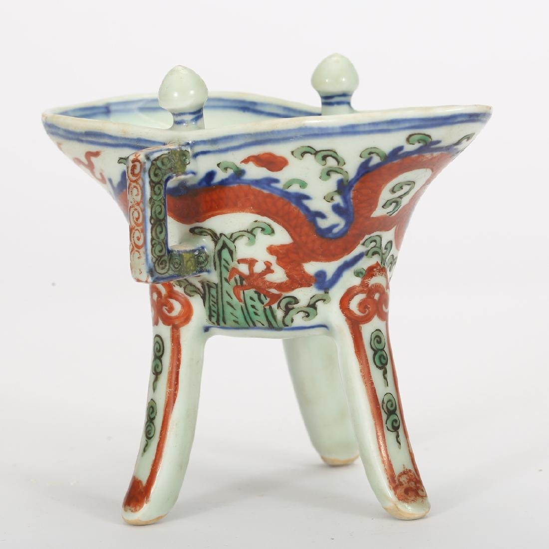 CHINESE WUCAI PORCELAIN JUE CUP