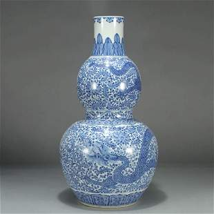 A BLUE AND WHITE FLORAL PORCELAIN