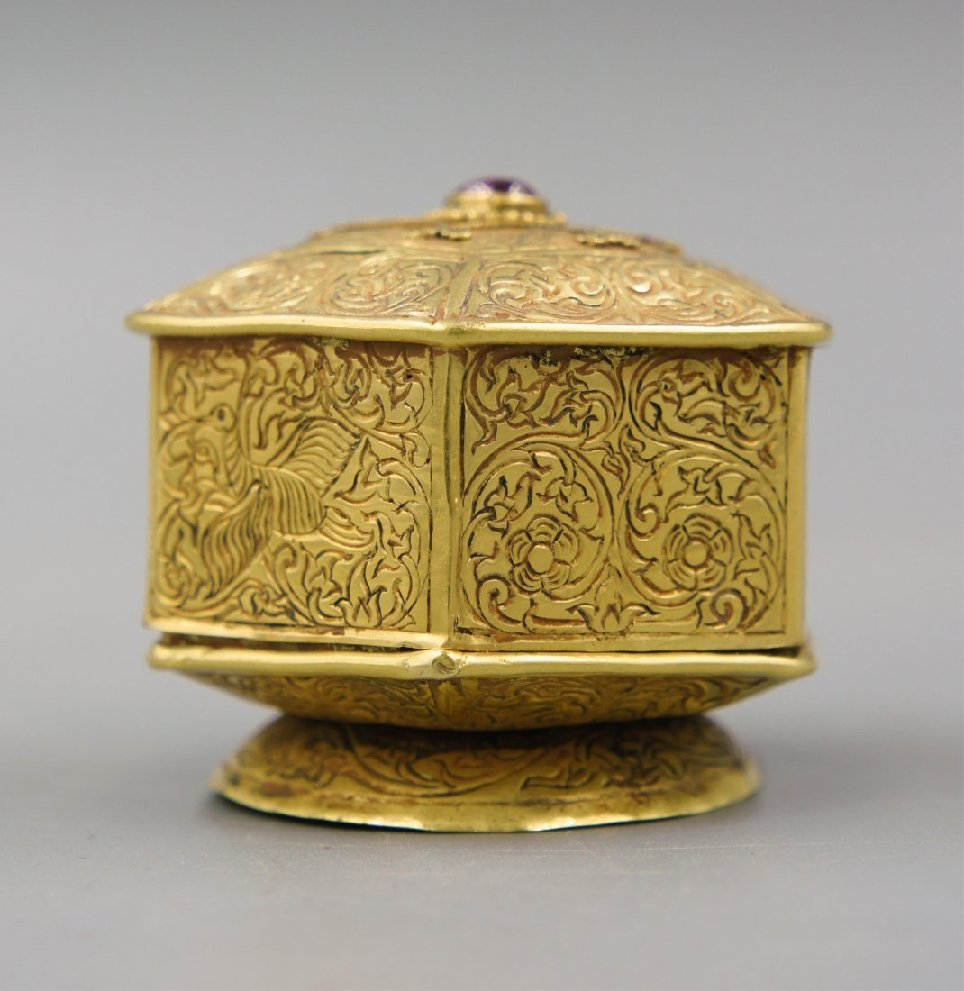 15TH C GOLD COVER BOX INLAID GEMSTONE
