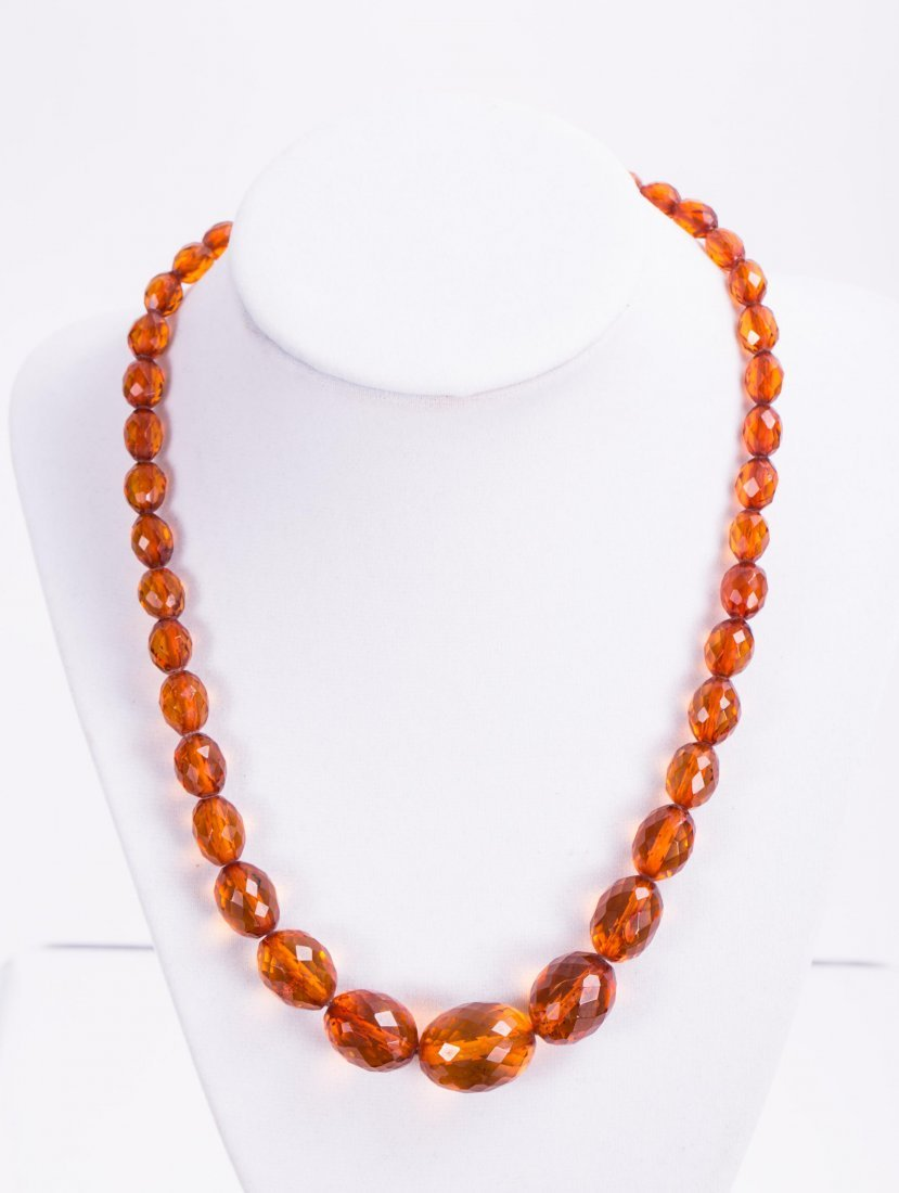 CHINESE AMBER BEADS NECKLACE