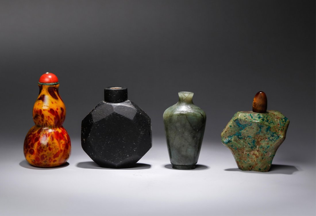 GROUP OF 4 CHINESE SNUFF BOTTLES