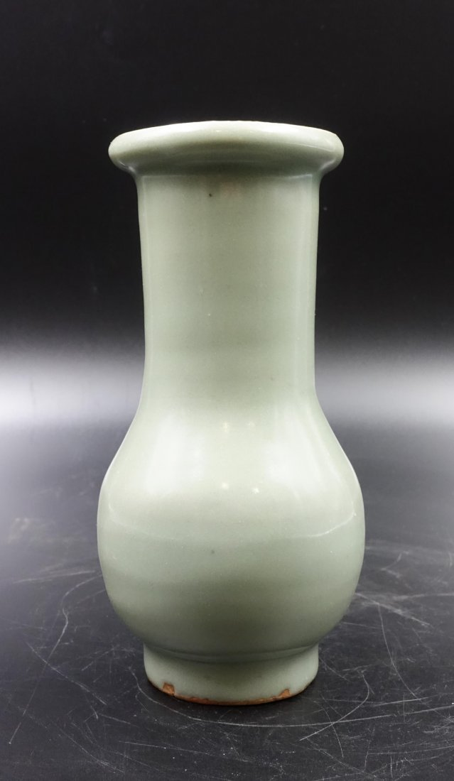 CHINESE SONG DYNASTY LONGQUAN CELADON VASE
