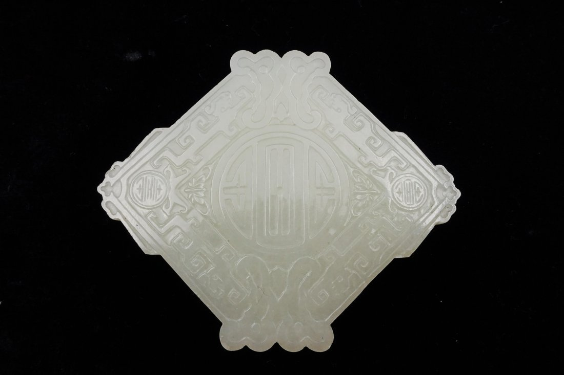 CHINESE QING DYNASTY WHITE JADE CARVED BOX