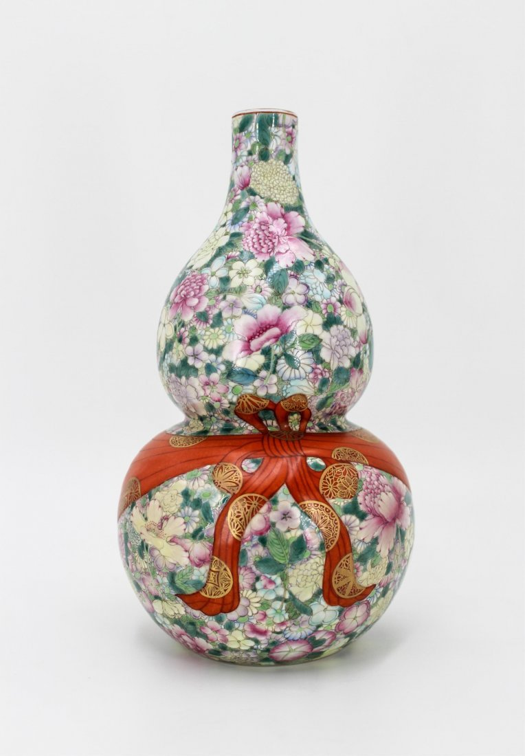 CHINESE QING DYNASTY FAMILLE ROSE GOURD VASE