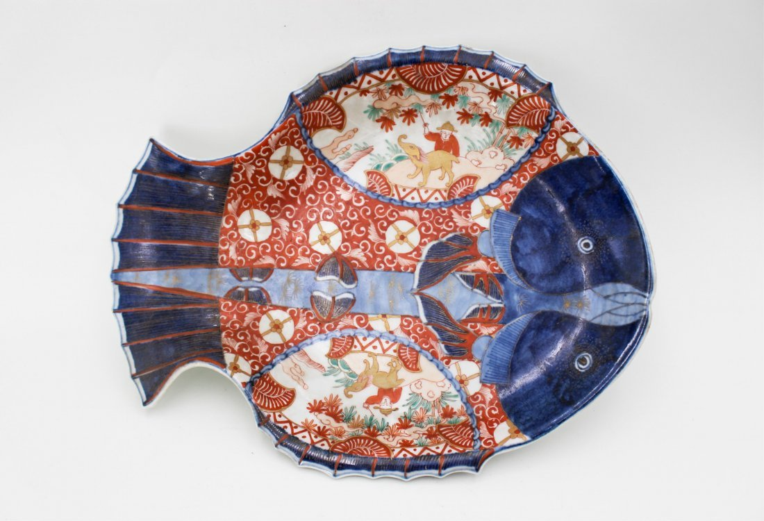 19TH CENTURY JAPANESE IMARI FISH PLATE