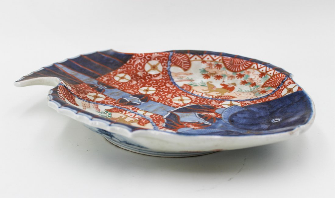 19TH CENTURY JAPANESE IMARI FISH PLATE - 2