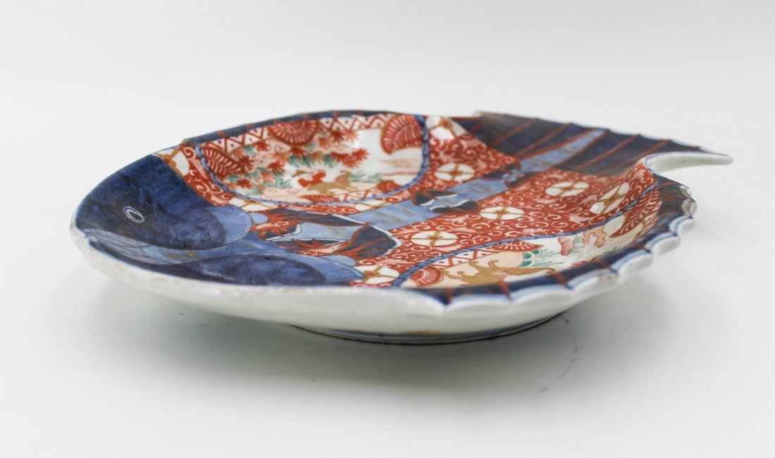 19TH CENTURY JAPANESE IMARI FISH PLATE - 3