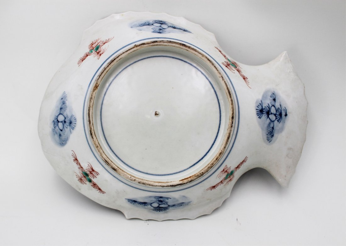19TH CENTURY JAPANESE IMARI FISH PLATE - 6