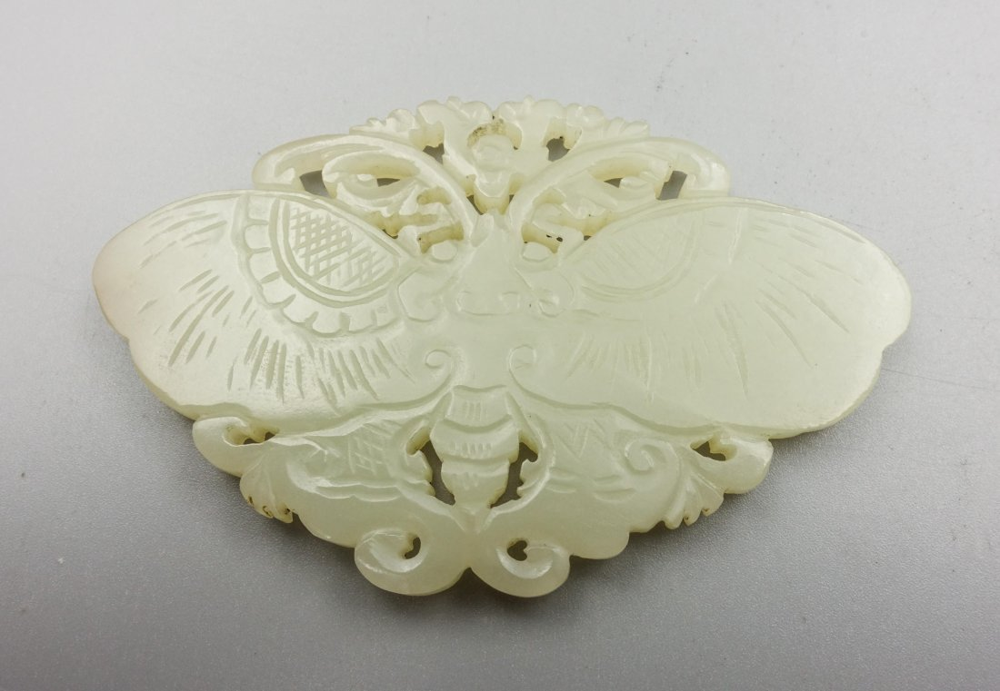 CHINESE QING DYNASTY HETIAN JADE BUTTERFLY PENDANT