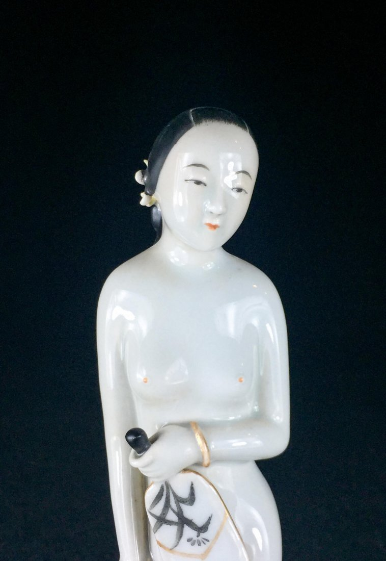 CHINESE REPUBLIC PERIOD PORCELAIN FIGURE OF LADY - 3