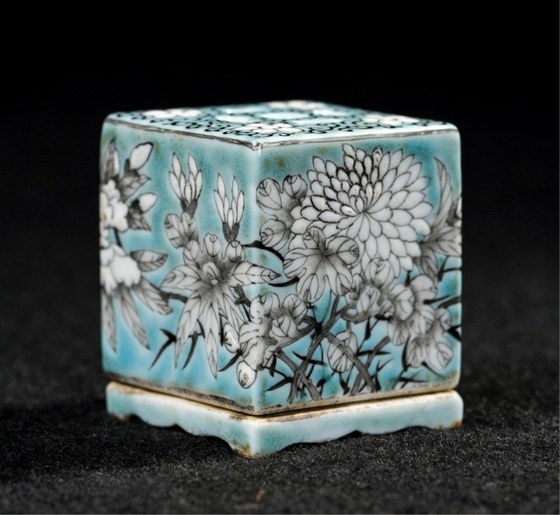 CHINESE QING DYNASTY FAMILLE ROSE SQUARE CENSER