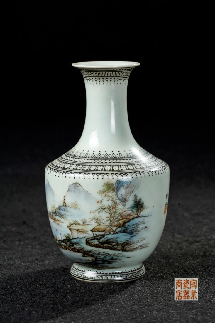 CHINESE FAMILLE ROSE FLOWER VASE