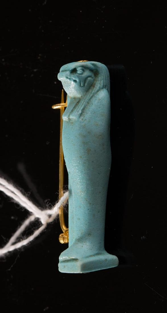 ANCIENT EGYPTIAN FAIENCE ON A GOLD BROOCH