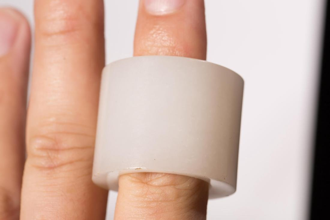 CHINESE WHITE JADE THUMB RING WITH STAND - 5