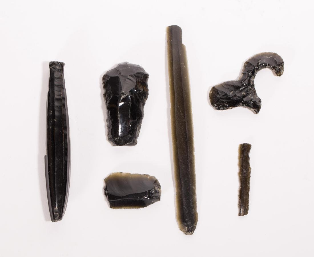 A NICE SET OF OBSIDIAN ARTIFACTS FROM TEOTIHUACAN