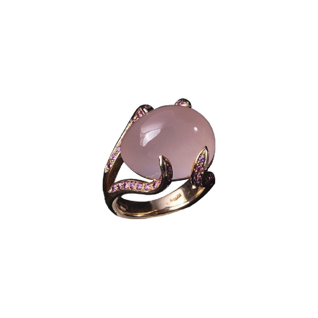 Ring with pink quartz and rubies