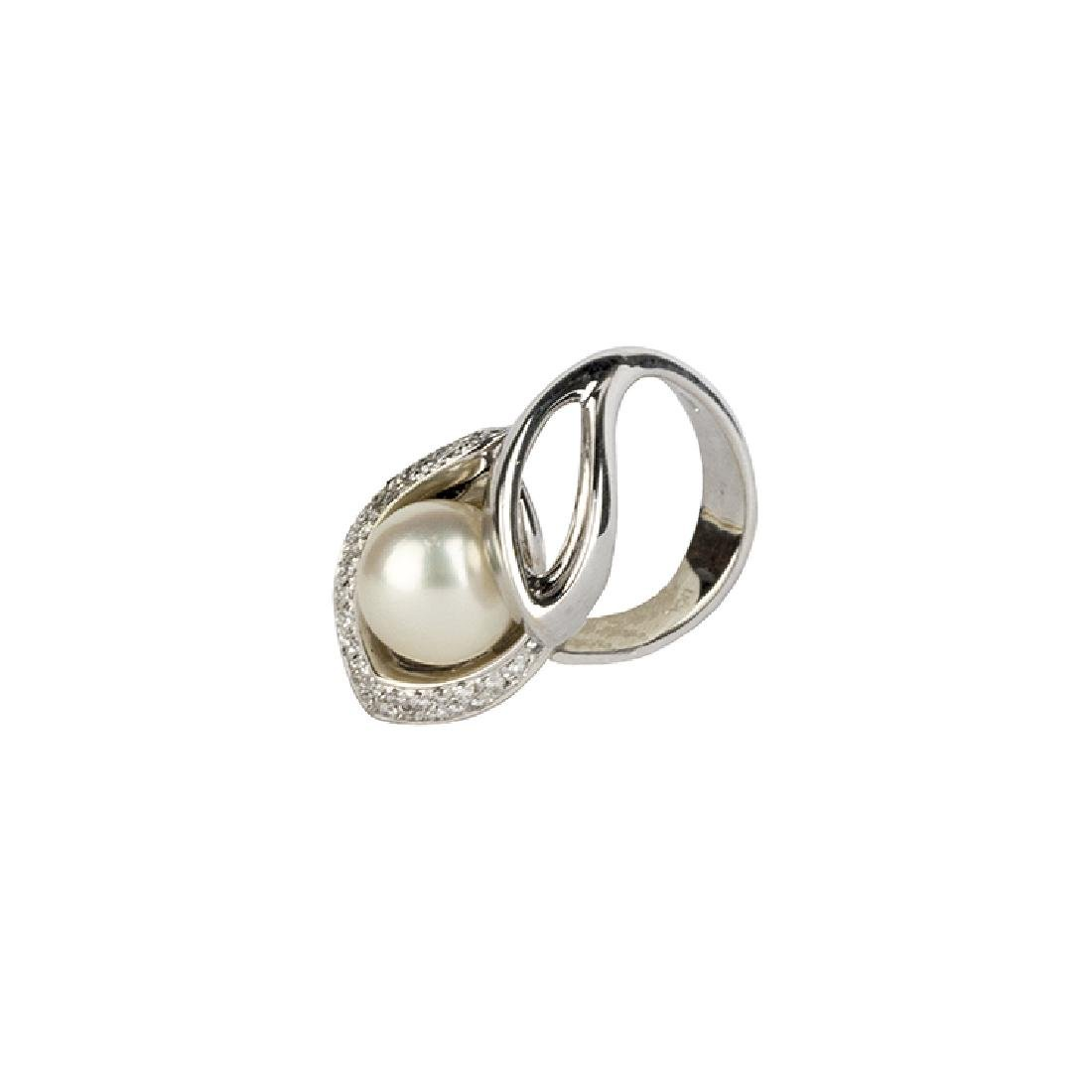 Ring with one pearl
