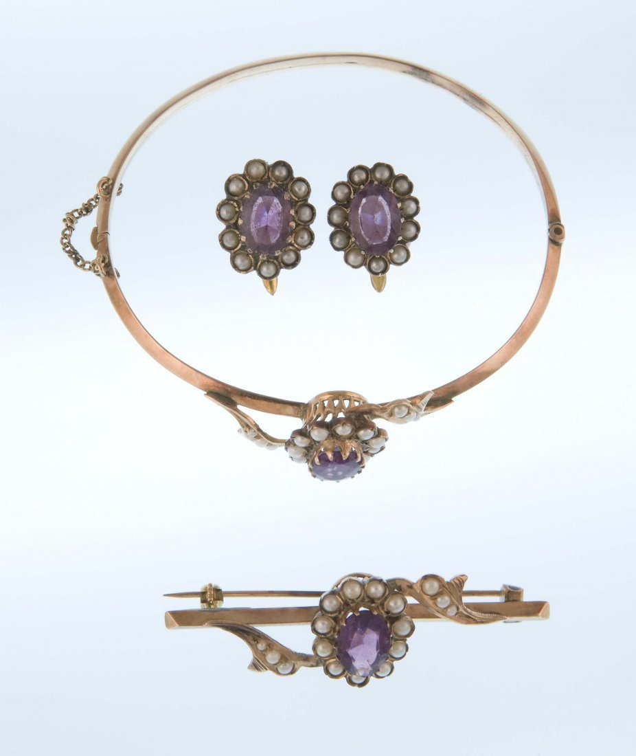 A bourbon jewelry set
