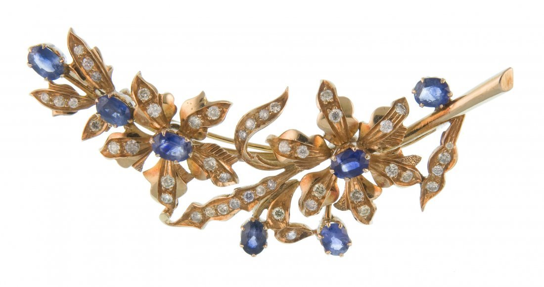 A gold brooch 'India'
