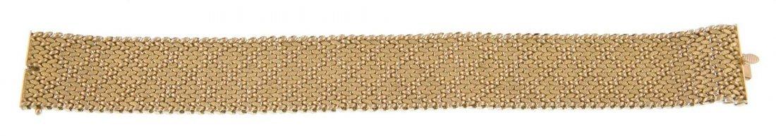 A lady's 18 carat gold bracelet