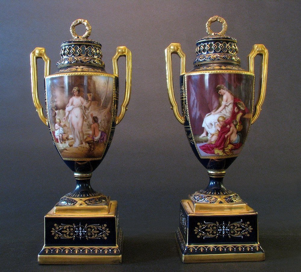 PAIR OF 19TH CENTURY ROYAL VIENNA VASES AND COVERS