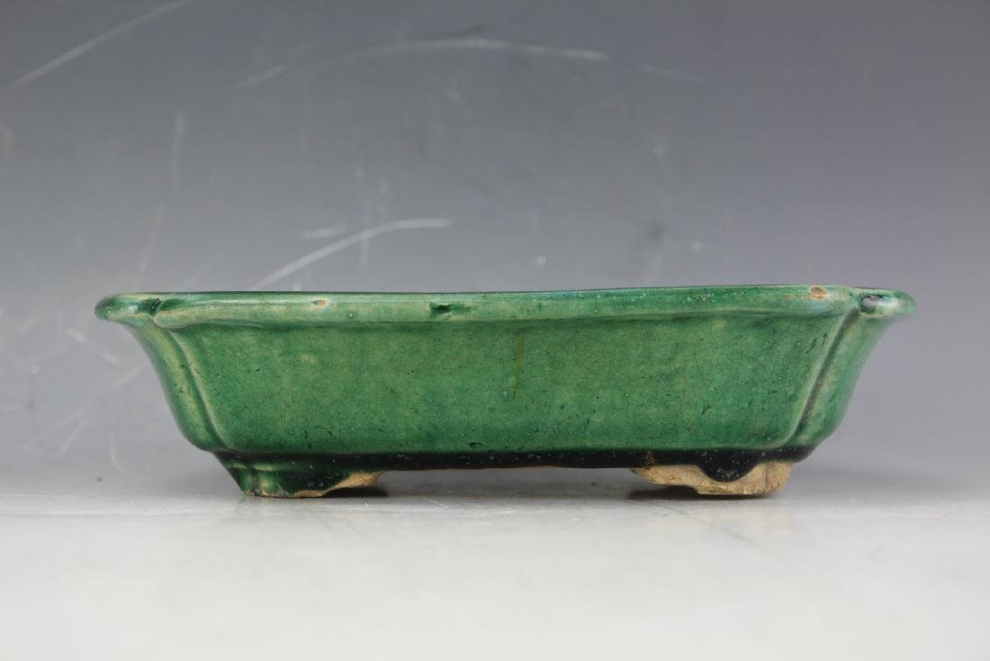 A Green underglazed Narcissus plate from late Qing