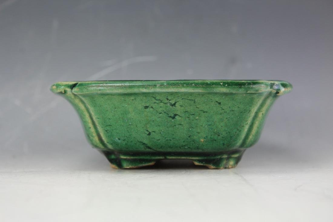 A Green underglazed Narcissus plate from late Qing - 4