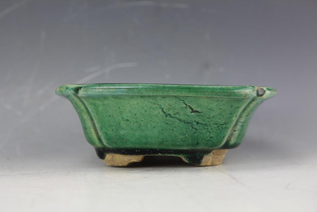 A Green underglazed Narcissus plate from late Qing - 6
