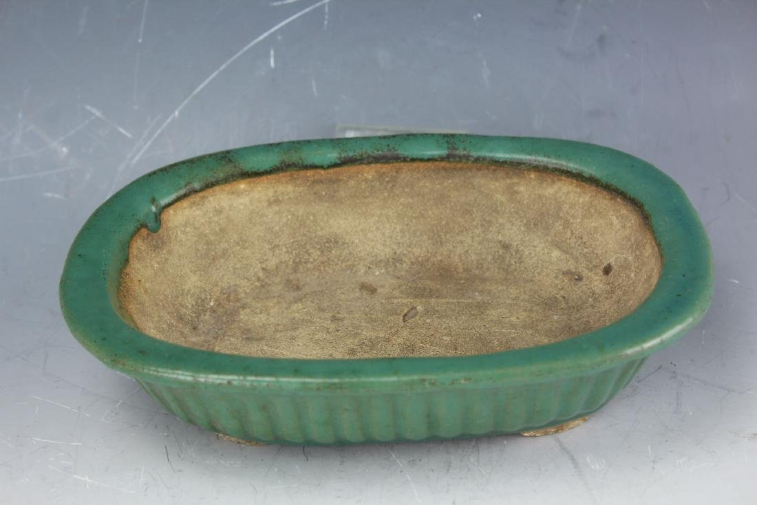 A Green underglazed Narcissus plate rounded corner from - 3