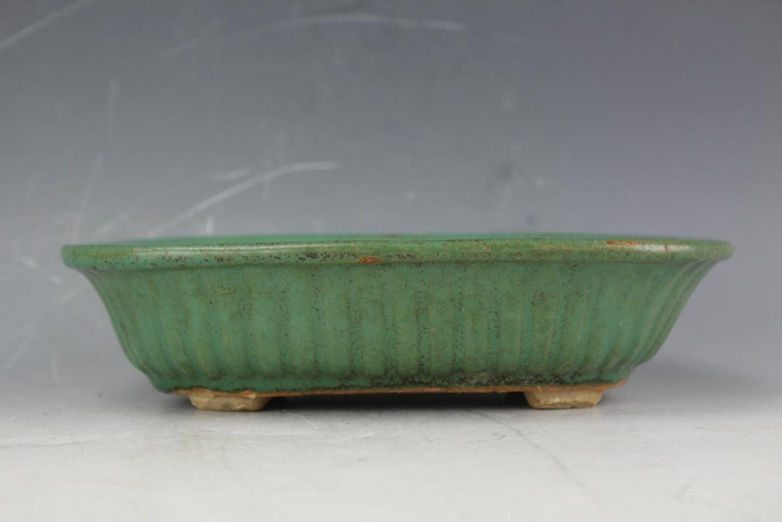 A Green underglazed Narcissus plate rounded corner from - 6