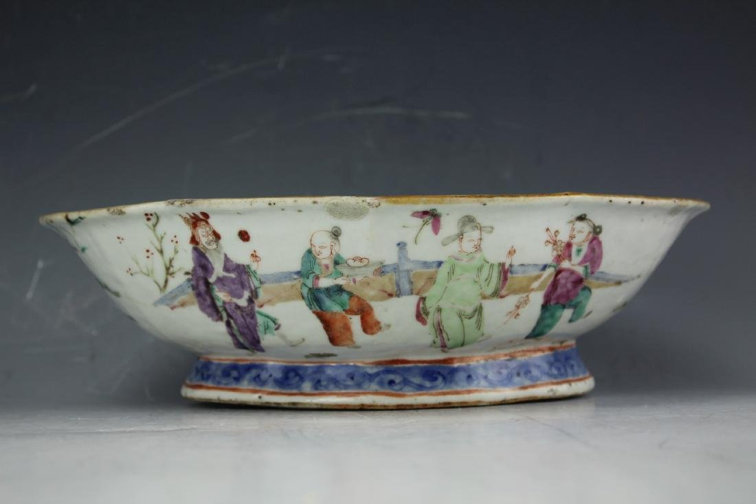 A Famille rose porcelain fruit plate from late Qing