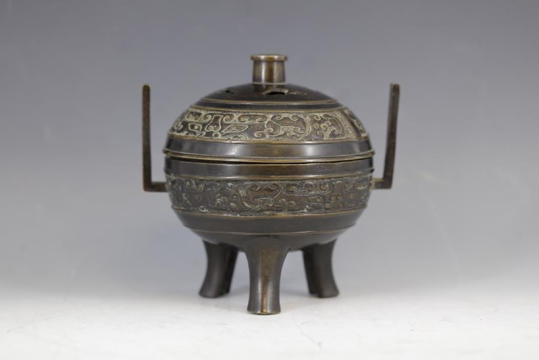 A Bronze Tripod Censer with Cover