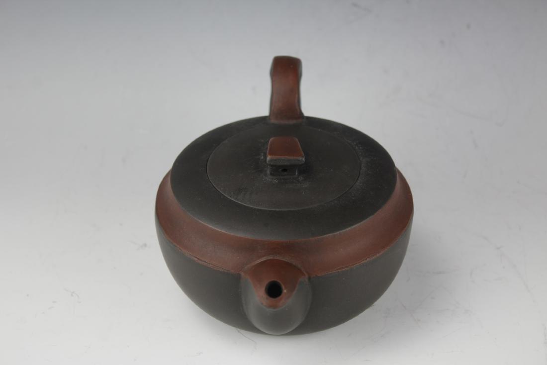 A Zisha Pottery Teapot by Wang Nan Lin - 2