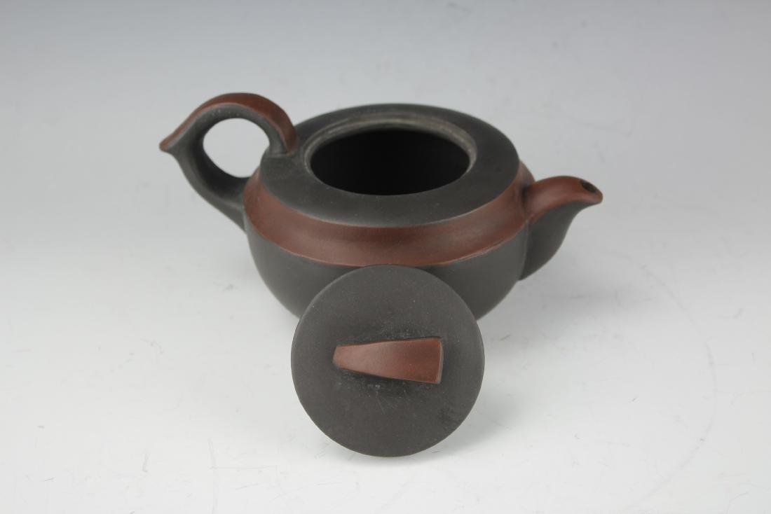 A Zisha Pottery Teapot by Wang Nan Lin - 4