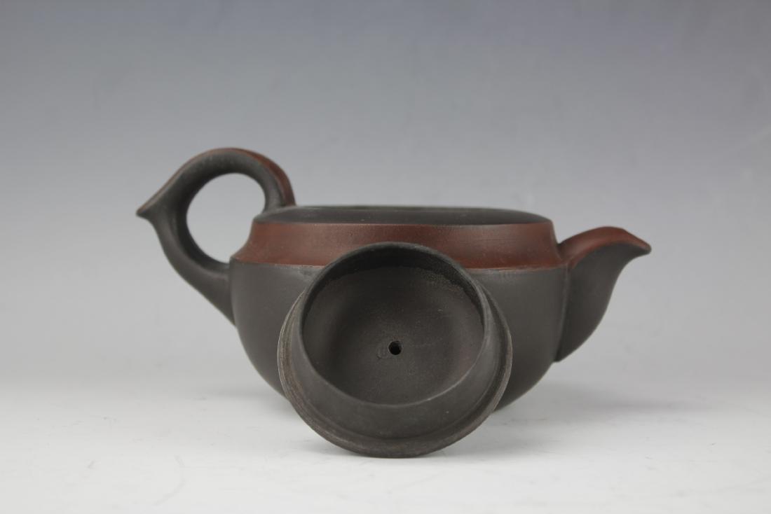A Zisha Pottery Teapot by Wang Nan Lin - 5