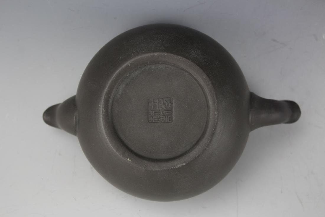 A Zisha Pottery Teapot by Wang Nan Lin - 7
