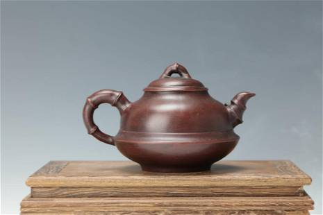 A Bamboo Joint Tea Pot of Bamboo Leaves with