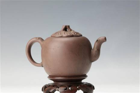 A Leaf Cover Purple Sand Tea Pot with Xuzhijuan Mark in