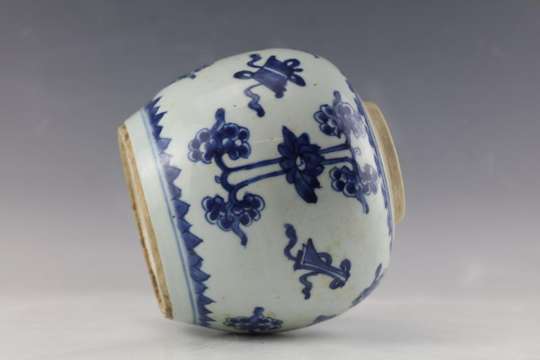 A Chinese Blue White Porcelain Vase - 8