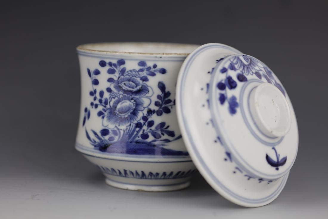 A Chinese Blue White Porcelain Pot With Cover - 5