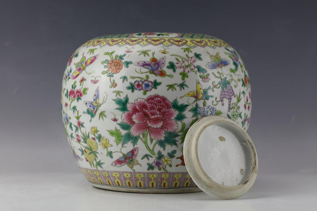 A Famille Rose Porcelain Jar  with Cover - 6
