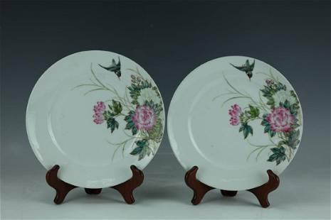 A Pair of Famille Rose Porcelain Flower Birds Plates