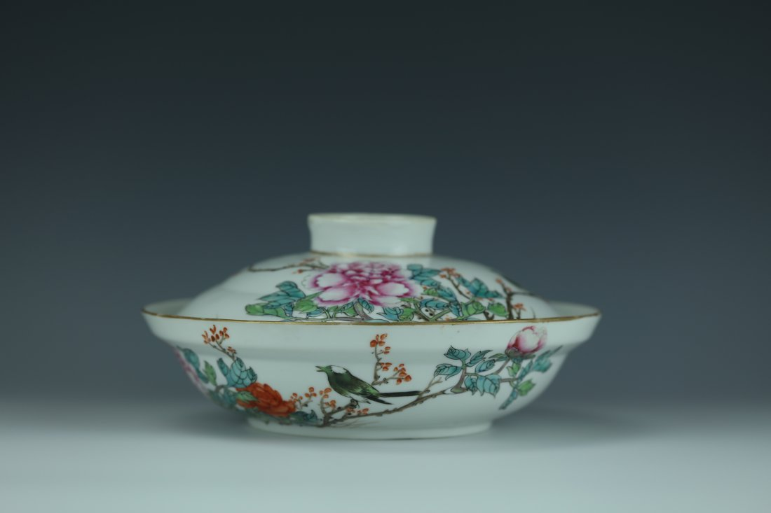 A Famille Rose Porcelain Pot With Cover - 2