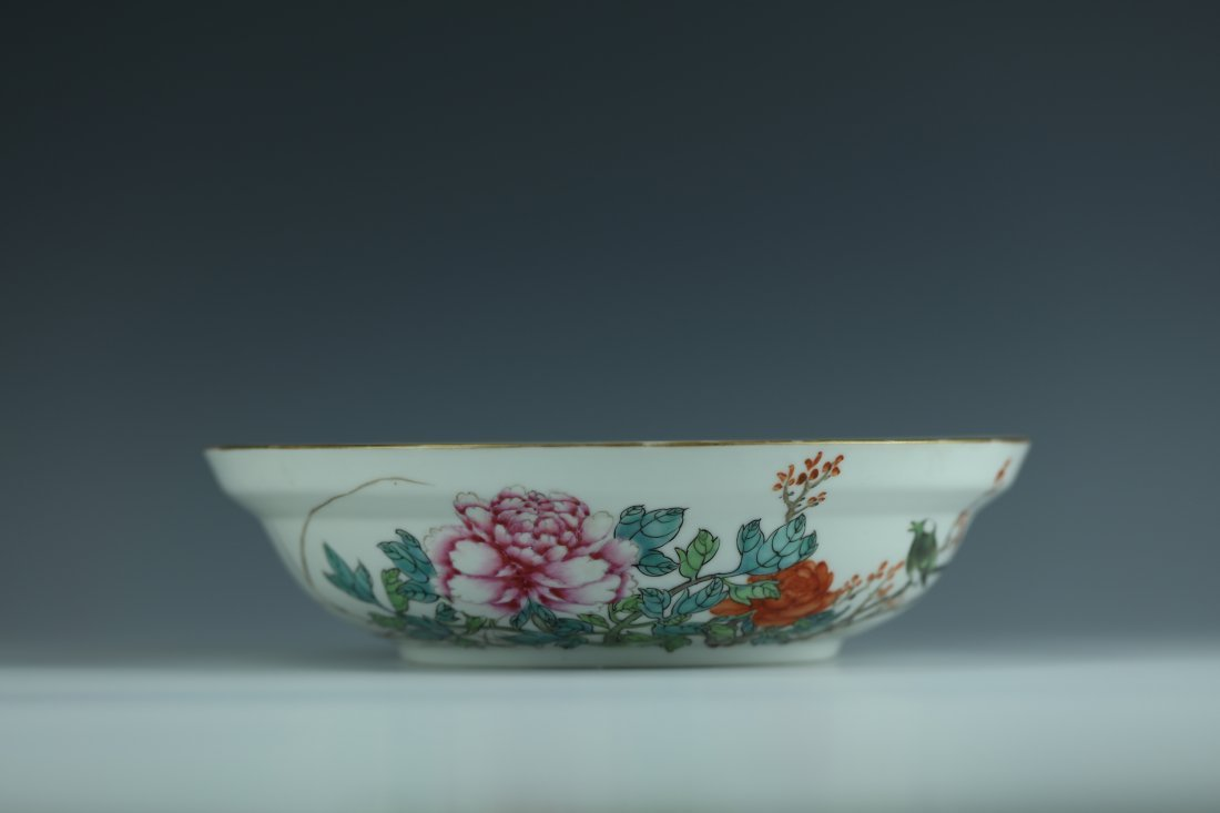 A Famille Rose Porcelain Pot With Cover - 7