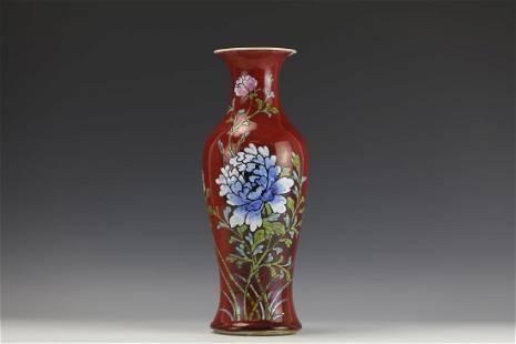A Famillar Rose RedGround Porcelain Guanyin Vase