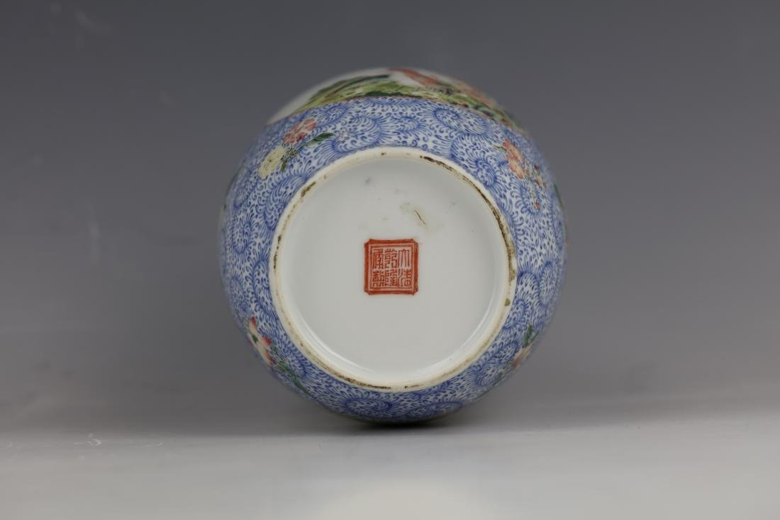 A Chinese Famille Rose Porcelain Vase With Qianlong - 10