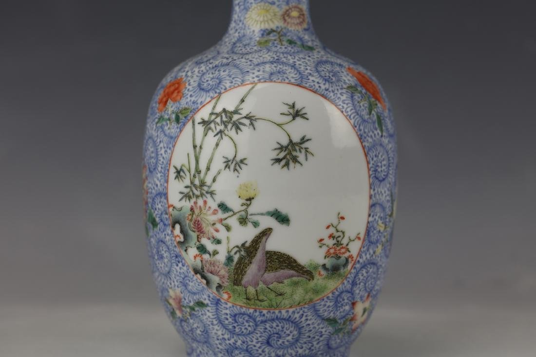 A Chinese Famille Rose Porcelain Vase With Qianlong - 2