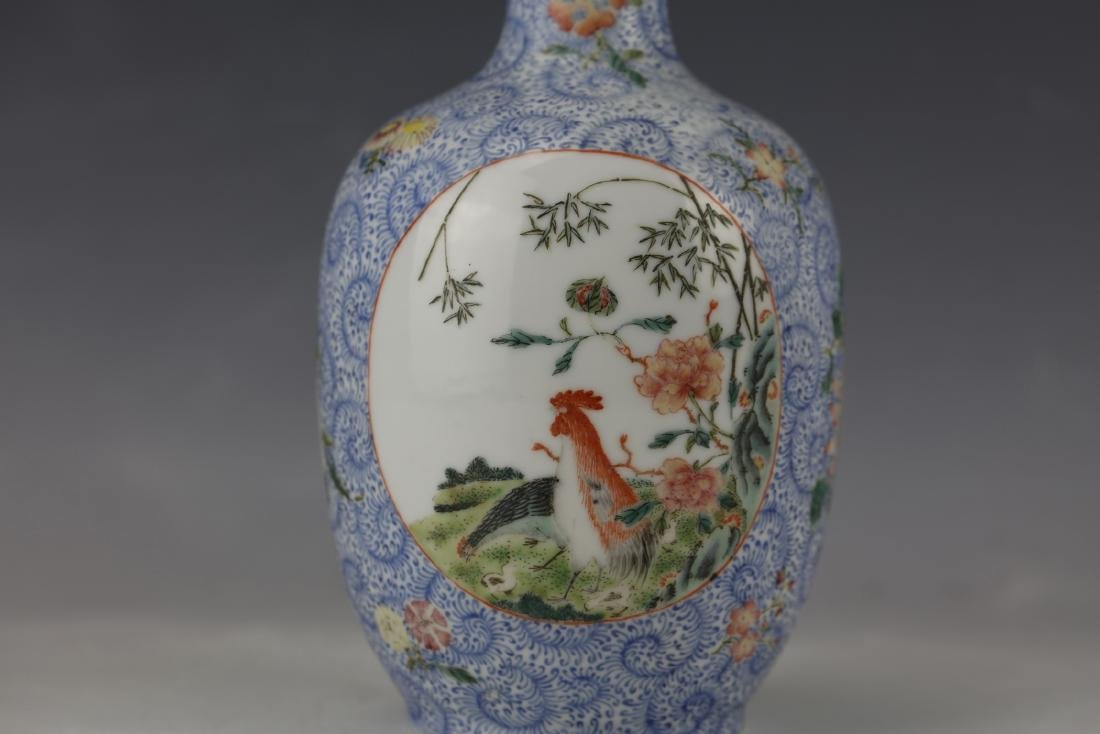 A Chinese Famille Rose Porcelain Vase With Qianlong - 5